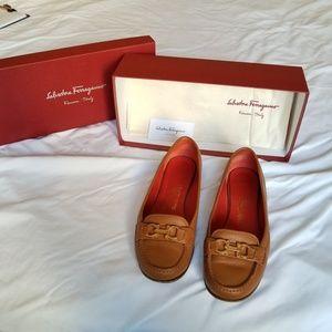 Salvatore Farragamo Loafers sz 7.5 B GUC  Womens